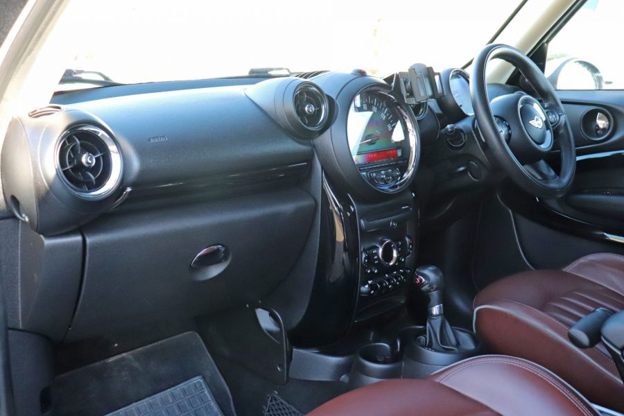MINI PACEMAN COOPER 2.0 SD 143 ALL4 AUTO - 11657 - 39