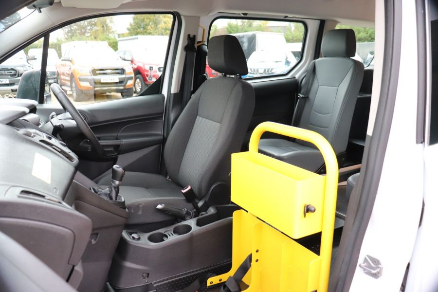 FORD GRAND TOURNEO CONNECT TDCI 95 COMBI VAN WITH WHEELCHAIR ACCESS - 11545 - 31