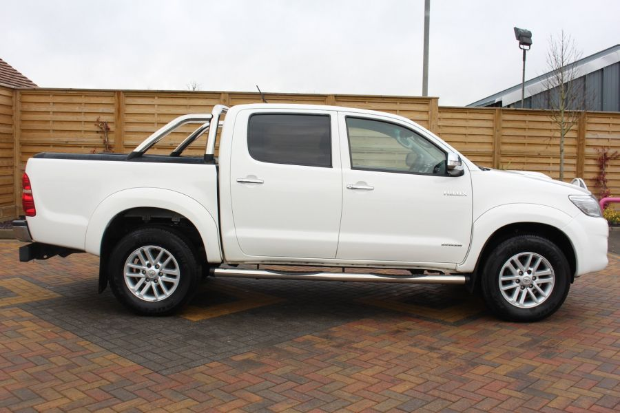 TOYOTA HI-LUX INVINCIBLE 4X4 D-4D 169 DOUBLE CAB WITH ROLL'N'LOCK TOP - 7307 - 4