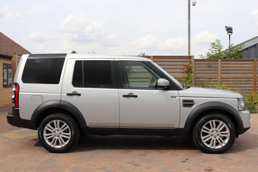 LAND ROVER DISCOVERY SDV6 255 COMMERCIAL XS - 9523 - 4