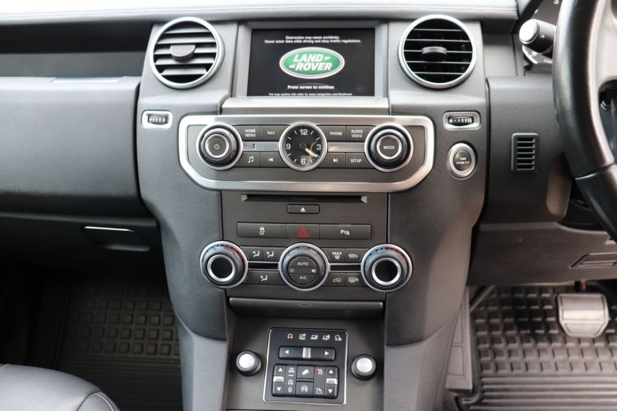LAND ROVER DISCOVERY SDV6 255 COMMERCIAL XS - 9523 - 16