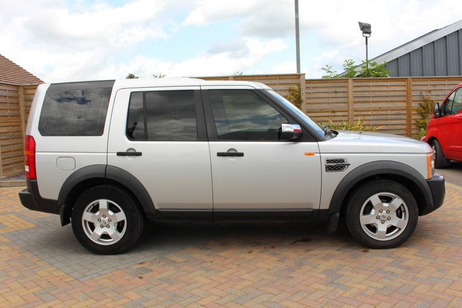 LAND ROVER DISCOVERY 3 TDV6 188 S AUTO - 9721 - 4