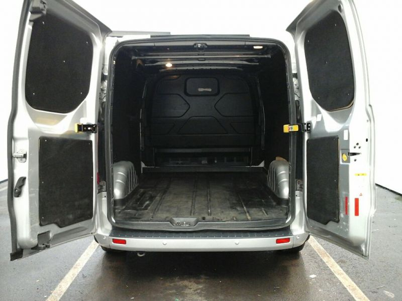 FORD TRANSIT CUSTOM 270 TDCI 125 L1 H1 LIMITED SWB LOW ROOF FWD - 9210 - 4