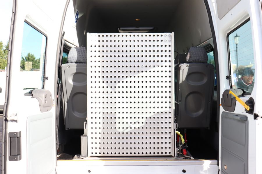 FORD TRANSIT 430 TDCI 135 EL LWB 17 SEAT BUS HIGH ROOF WITH WHEELCHAIR ACCESS RAMP DRW RWD - 10401 - 38