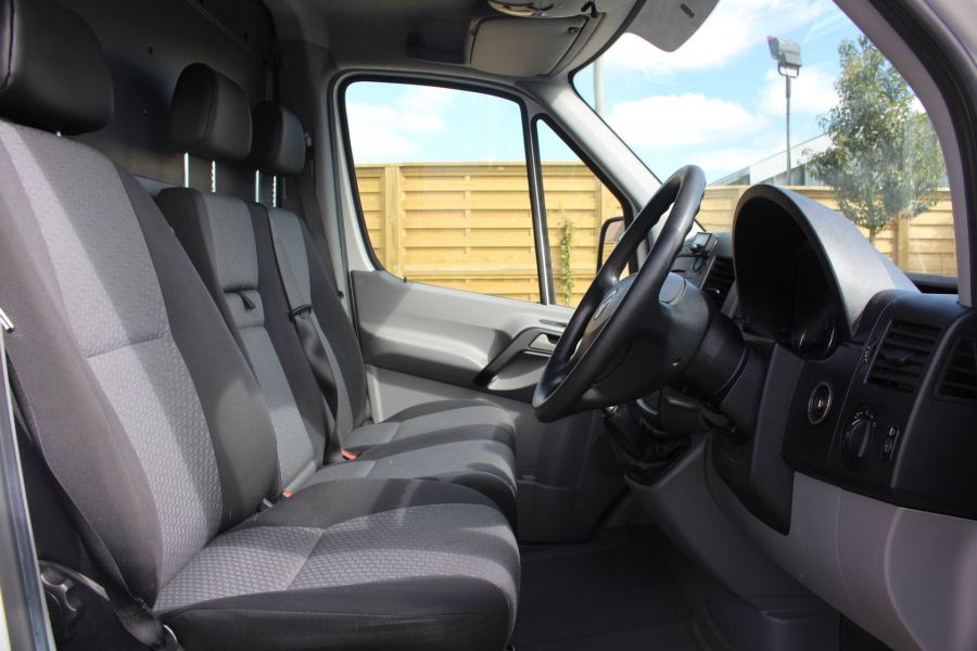 VOLKSWAGEN CRAFTER CR30 TDI 109 BHP SWB LOW ROOF - 6069 - 9