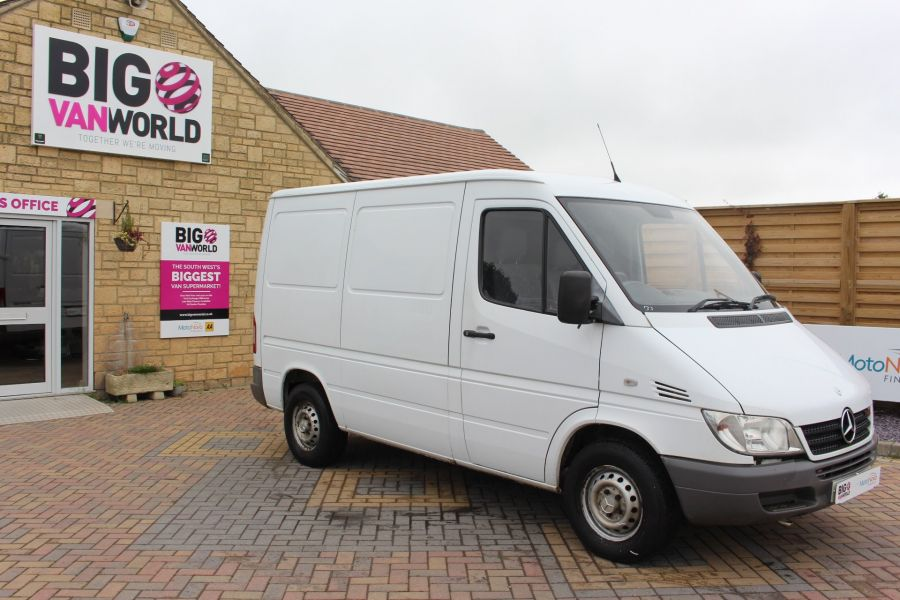 MERCEDES SPRINTER 208 CDI SWB LOW ROOF - 6631 - 2