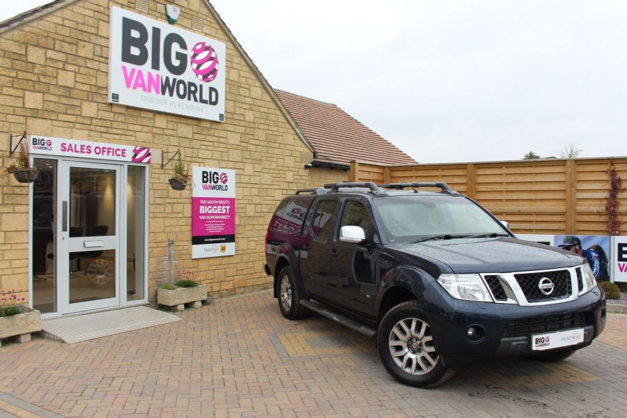 NISSAN NAVARA OUTLAW V6 DCI 231 4X4 DOUBLE CAB WITH TRUCKMAN TOP - 6769 - 1