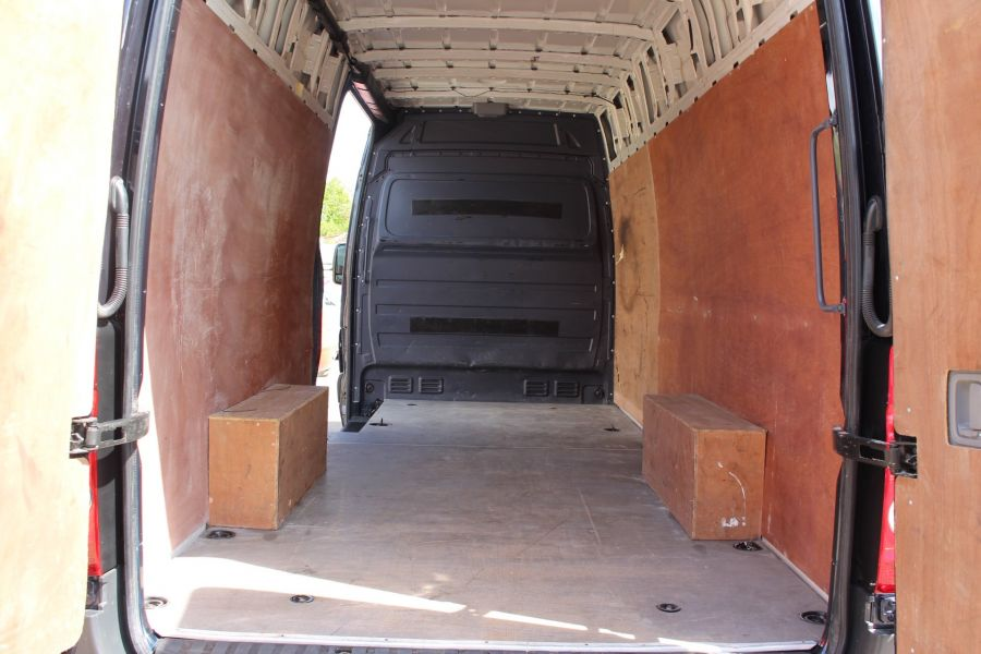 VOLKSWAGEN CRAFTER CR35 TDI 136 LWB HIGH ROOF - 7197 - 22