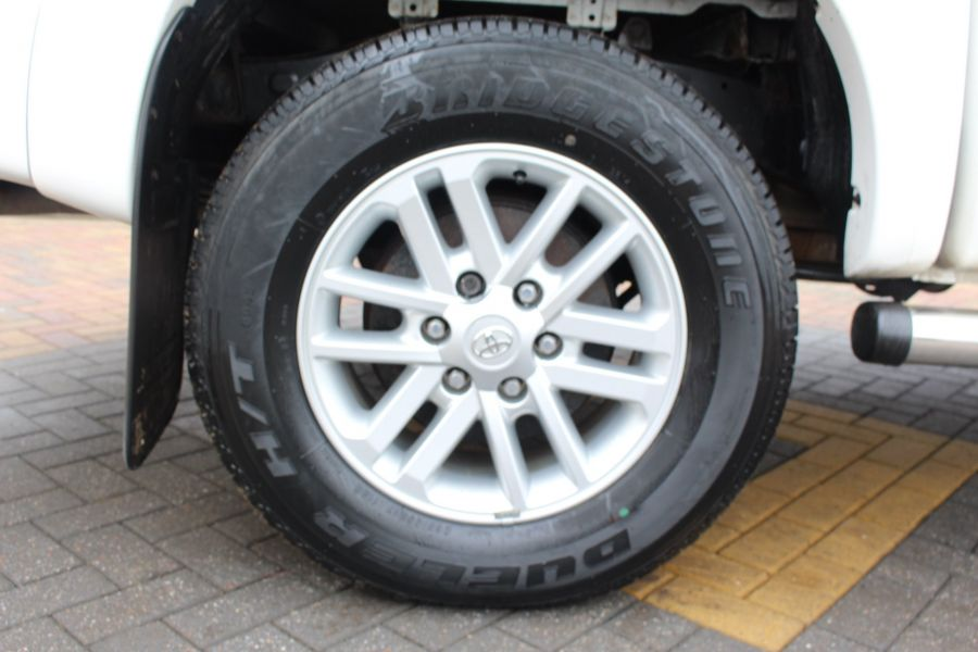TOYOTA HI-LUX INVINCIBLE 4X4 D-4D 169 DOUBLE CAB WITH ROLL'N'LOCK TOP - 7307 - 10