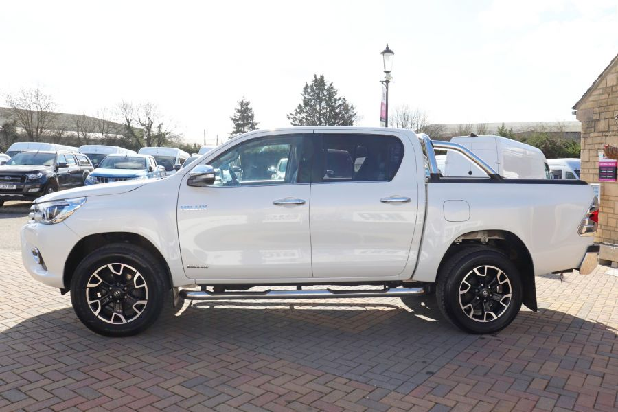 TOYOTA HI-LUX D-4D 150 INVINCIBLE X 4WD DOUBLE CAB WITH ROLL'N'LOCK TOP - 12270 - 11