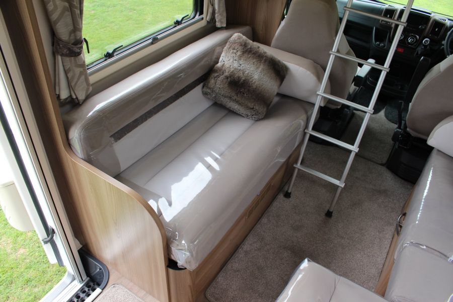SWIFT KON-TIKI 669 HIGHLINE BLACK EDITION 6 BERTH, TAG AXLE, ISLAND BED - 8345 - 32