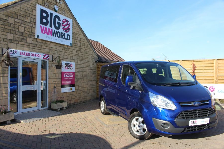 FORD TOURNEO CUSTOM 300 TDCI 125 L1 H1 LIMITED 9 SEAT MINIBUS SWB LOW ROOF FWD - 6857 - 1