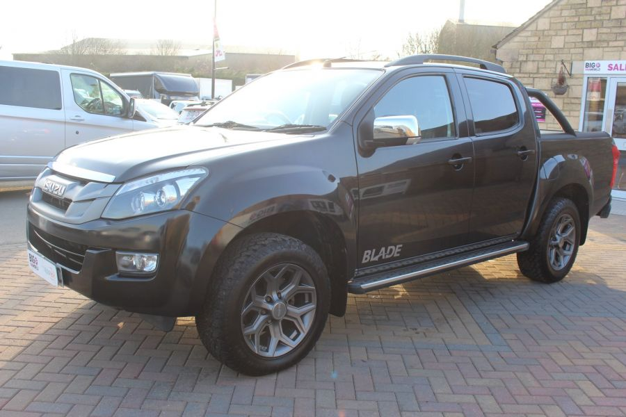 ISUZU D-MAX TD BLADE DOUBLE CAB 4X4 WITH ROLL AND LOCK TOP - 7242 - 8