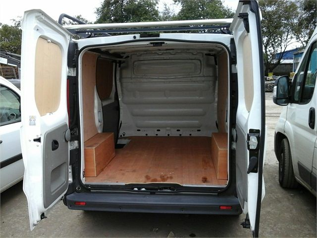 RENAULT TRAFIC SL27 DCI 115 ECO2 SWB LOW ROOF - 6914 - 14