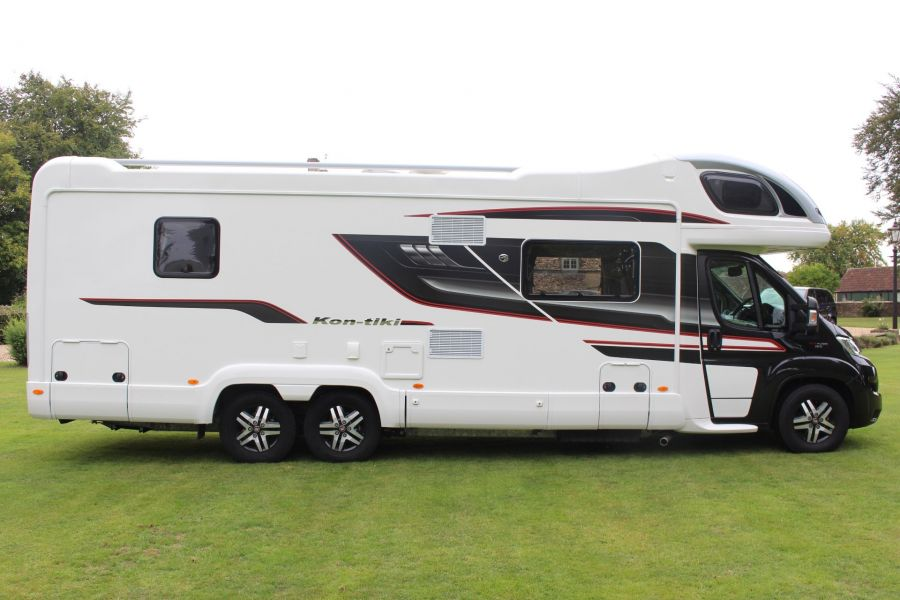 SWIFT KON-TIKI 669 HIGHLINE BLACK EDITION 6 BERTH, TAG AXLE, ISLAND BED - 8345 - 2