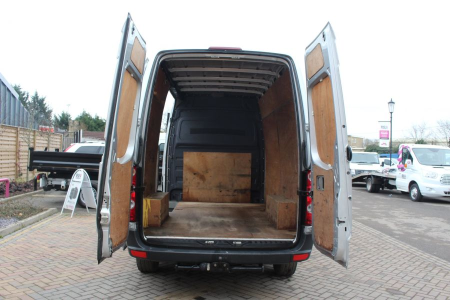 VOLKSWAGEN CRAFTER CR35 TDI MWB HIGH ROOF - 7130 - 19