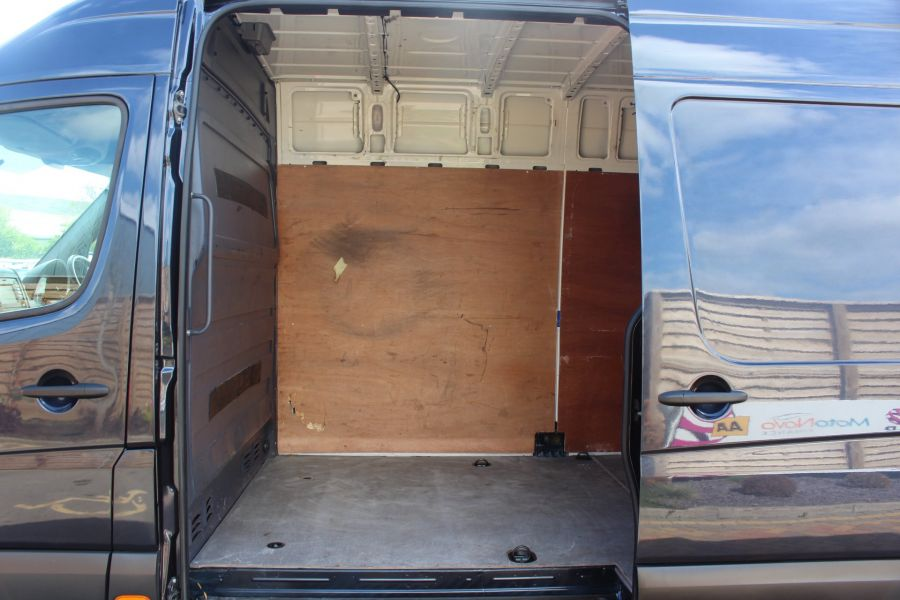 VOLKSWAGEN CRAFTER CR35 TDI 136 LWB HIGH ROOF - 7197 - 20