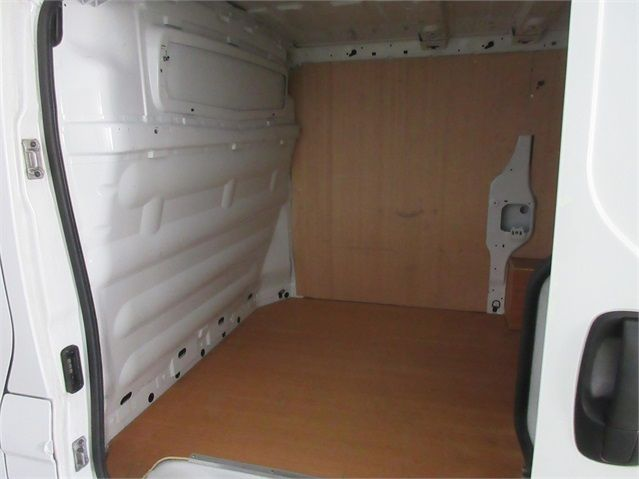 RENAULT TRAFIC SL27 DCI 115 ECO2 SWB LOW ROOF - 6914 - 12